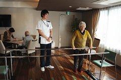 日本劳动年龄人口与老人比例世界最低