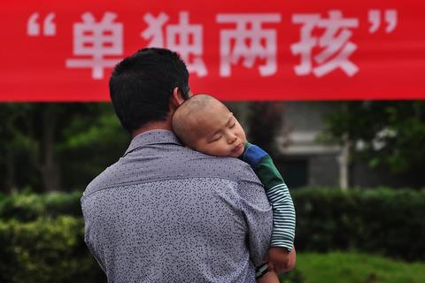 """新版党纪删除""""计划生育""""是否人口政策转向"""