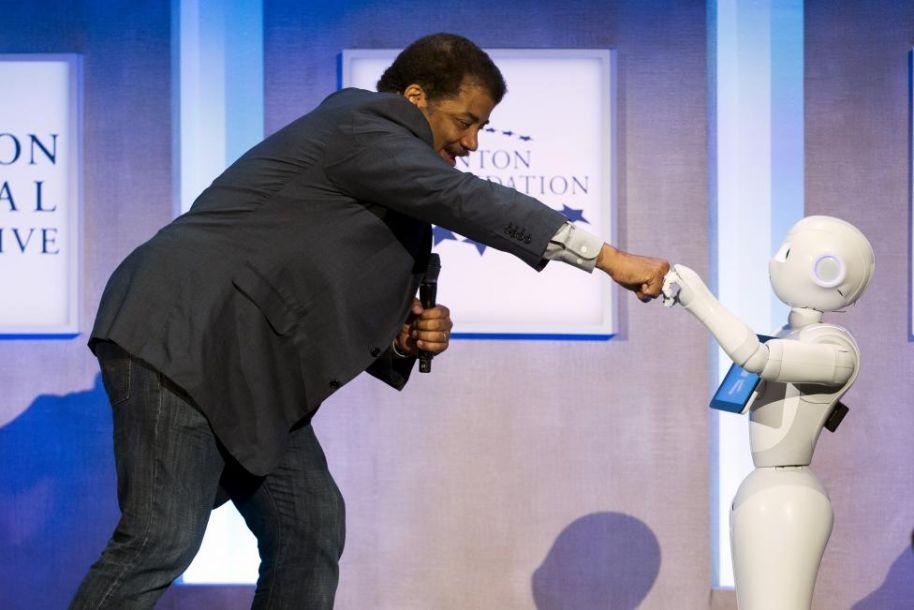 日本靠机器人应对人口萎缩和老龄化