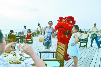 """中国年""""红""""遍马尔代夫"""