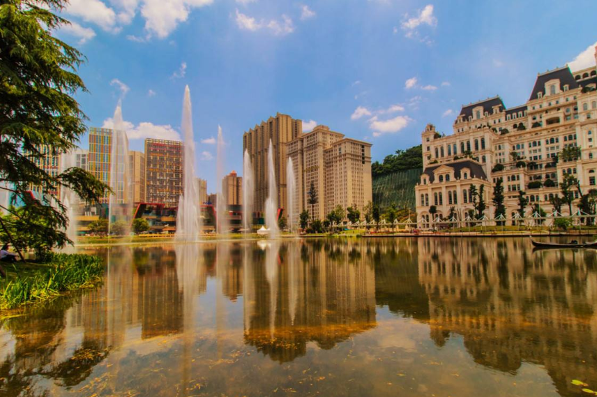 """我国""""最大""""的小区,常住人口竟多达50万,却不在北京上海"""