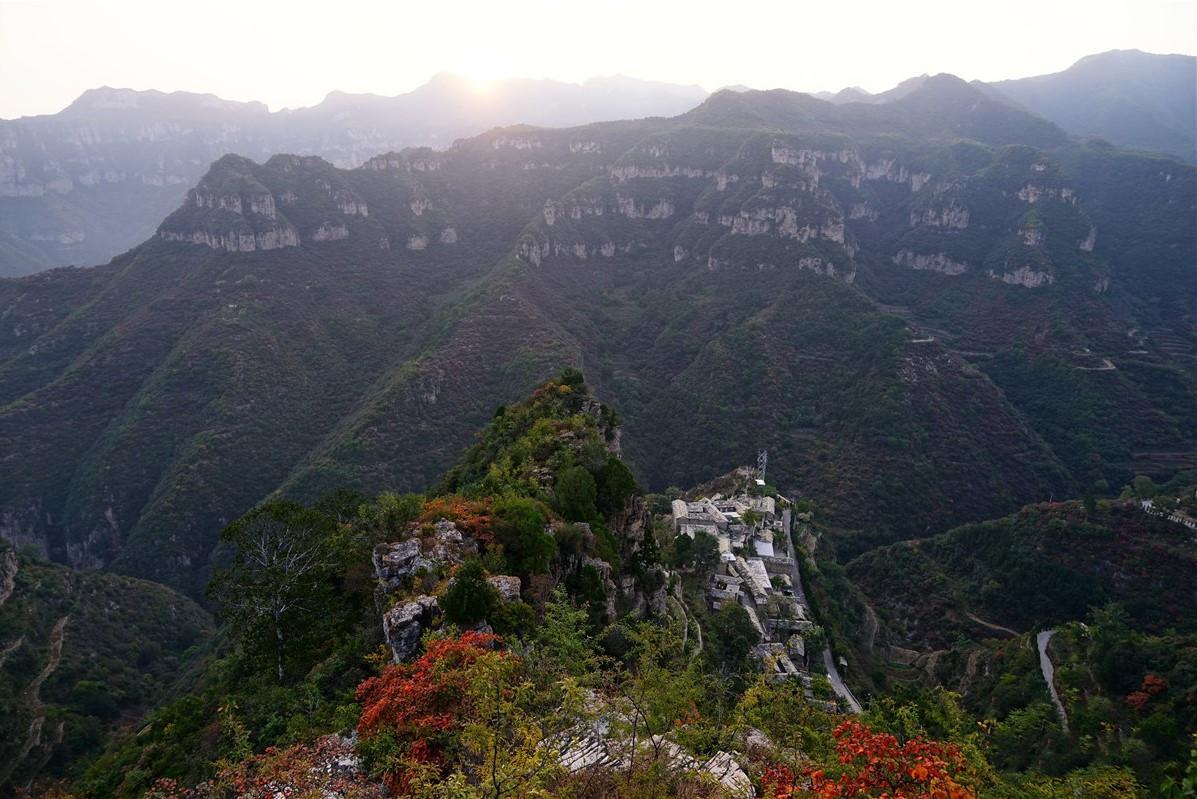 人口子薄_山西有个村,坐落于悬崖绝壁之上,人口仅84人,村民都是名门之后